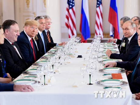 Cận cảnh Tổng thống Trump và Tổng thống Putin dùng bữa trưa