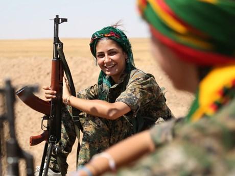 Cận cảnh các bóng hồng trong lực lượng người Kurd chống IS