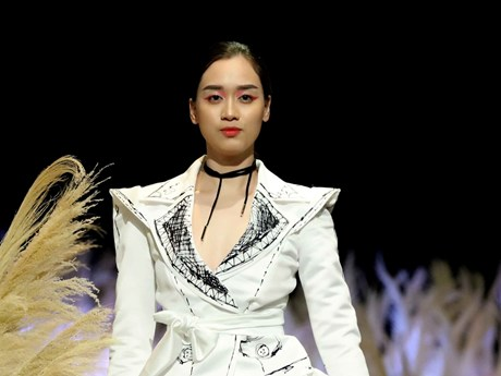 [Photo] Thời trang đen-trắng ấn tượng cho những cô nàng cá tính