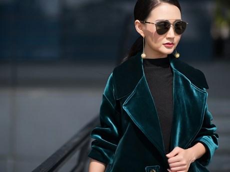 """Bất ngờ với phong cách thời trang """"xì tin"""" của Hoa hậu Quý bà U50"""