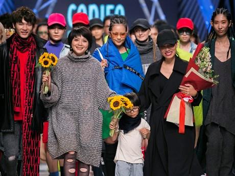 Gợi ý phong cách thời trang tối giản cho Thu Đông 2017