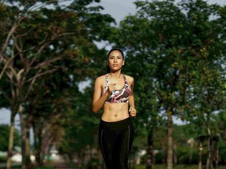 Nguyễn Thị Loan lọt top 15 ảnh Glam Shot xuất sắc Miss Universe 2017