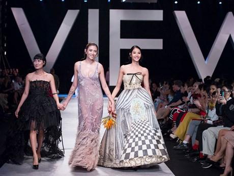 [Photo] Thời trang cao cấp Italy đổ bộ sàn diễn Việt Nam