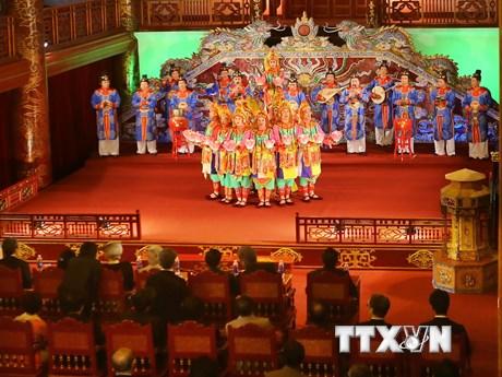 [Photo] Nhà vua và Hoàng hậu Nhật Bản nghe Nhã nhạc cung đình Huế