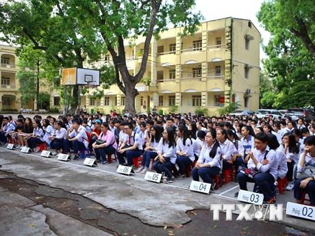 [Photo] Hàng chục nghìn học sinh Hà Nội làm thủ tục thi vào lớp 10