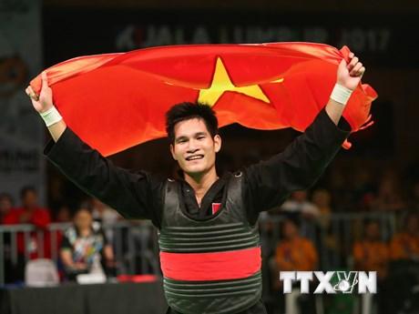 [Photo] Niềm vui của Nguyễn Duy Tuyến sau khi giành HCV Pencak Silat