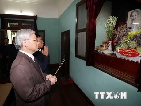[Photo] Tổng Bí thư dâng hương tưởng niệm Chủ tịch Hồ Chí Minh