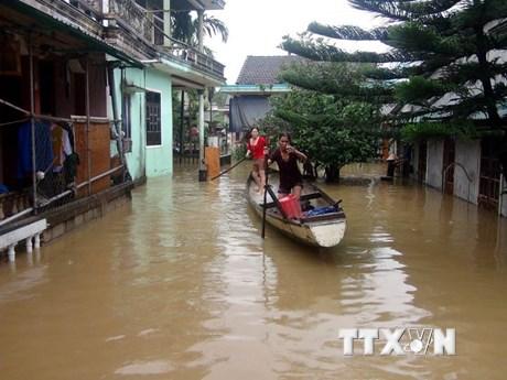 [Photo] Ảnh hưởng bão số 12, nhiều địa phương bị ngập sâu