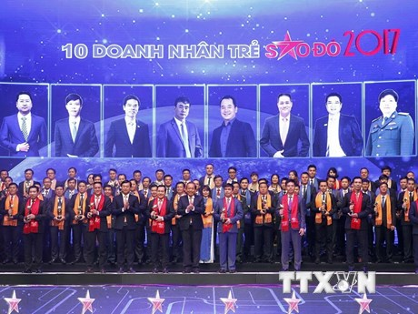 Hình ảnh trao Giải thưởng Sao Đỏ-Doanh nhân trẻ Việt Nam tiêu biểu