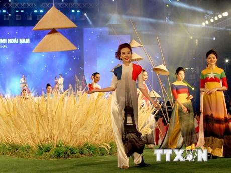 [Photo] Duyên dáng áo dài trong lễ hội ở Thành phố Hồ Chí Minh