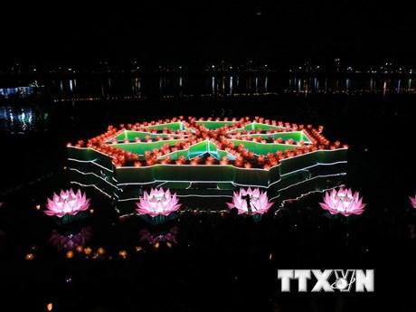 [Photo] Lung linh lễ hội hoa đăng trên dòng sông Hương