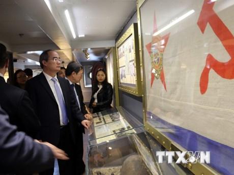 Lãnh đạo Thành phố Hồ Chí Minh đến thăm Chiến hạm Rạng Đông