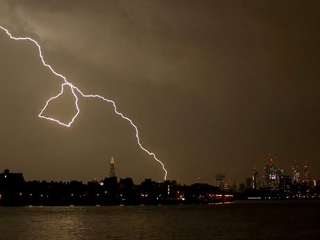 Các trận bão điện từ bao trùm bầu trời nước Anh gây nhiều hậu quả