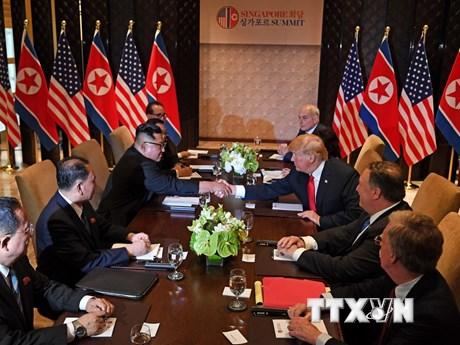 Hình ảnh hội đàm riêng giữa ông Donald Trump và ông Kim Jong-un