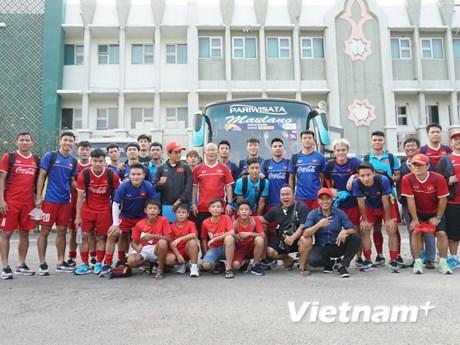 Ảnh hiếm về buổi tập của Olympic Việt Nam trước trận gặp Nepal