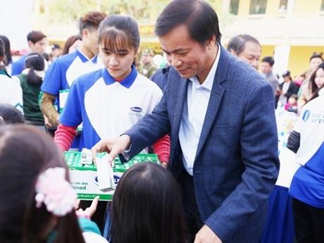 """Quỹ """"Vươn cao Việt Nam"""" đem niềm vui cuối năm đến với trẻ em Hưng Yên"""
