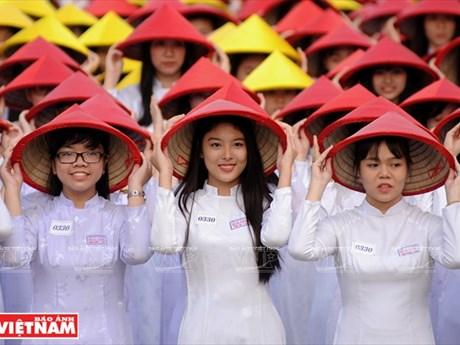 [Photto] Nét duyên dáng vẹn nguyên của áo dài Việt qua các thời đại