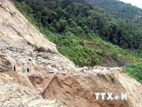 [Photo] Kon Tum: Sạt lở giao thông nghiêm trọng, nhiều vùng bị cô lập