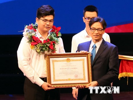 [Photo] Trao thưởng kỳ thi tay nghề thế giới và tay nghề quốc gia