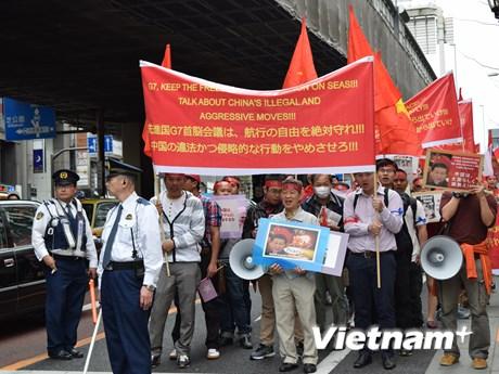 [Photo] Người Việt tại Tokyo tuần hành phản đối Trung Quốc