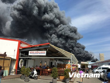 Cận cảnh vụ cháy chợ Đồng Xuân của người Việt ở Berlin