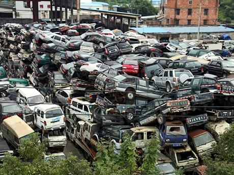"""[Photo] """"Nghĩa trang xe hơi"""" chất cao như núi ở Trung Quốc"""