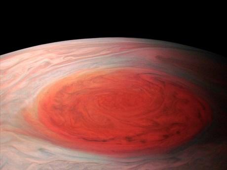 """Cận cảnh siêu bão khổng lồ """"Vệt đỏ lớn"""" kỳ thú trên sao Mộc"""