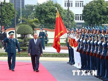 Hình ảnh Thủ tướng thăm quân chủng Phòng không-Không quân