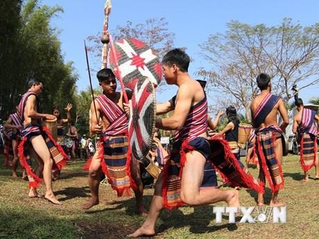 [Photo] Độc đáo lễ bắc máng nước của người Xơ Đăng-Xơ teng