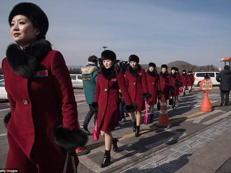 """""""Đội quân sắc đẹp"""" lừng danh của Triều Tiên gây náo động Hàn Quốc"""