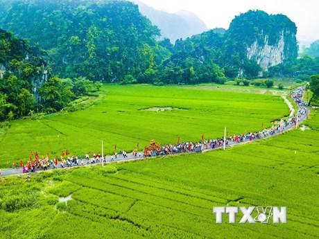 Ninh Bình tưng bừng khai mạc lễ hội truyền thống đền Thái Vi