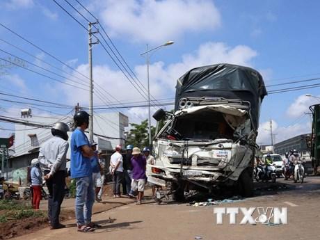 Hiện trường vụ xe khách đâm xe tải thảm khốc ở Lâm Đồng