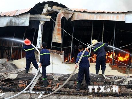 Hình ảnh hiện trường vụ cháy dữ dội tại công ty may Yakjin Việt Nam