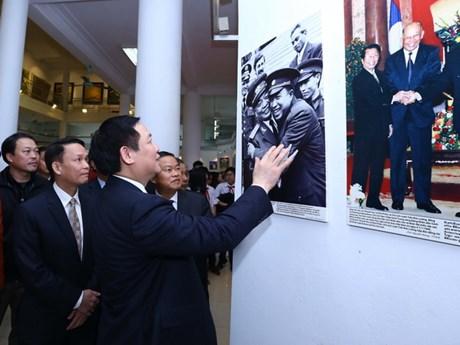 Cận cảnh triển lãm ảnh mừng 55 năm quan hệ Việt Nam - Lào