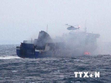Phà Norman Atlantic cập cảng Italy, tìm thấy hộp đen