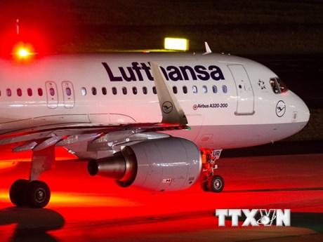 """Đức bỏ """"luật 2 người"""" trong buồng lái máy bay vì tăng nguy cơ an ninh"""