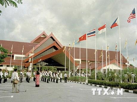 [Photo] Một số dấu mốc kỷ niệm 22 năm Ngày Việt Nam gia nhập ASEAN