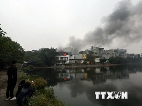 [Photo] Hiện trường đám cháy lớn tại nhà số 16 phố Lạc Nghiệp