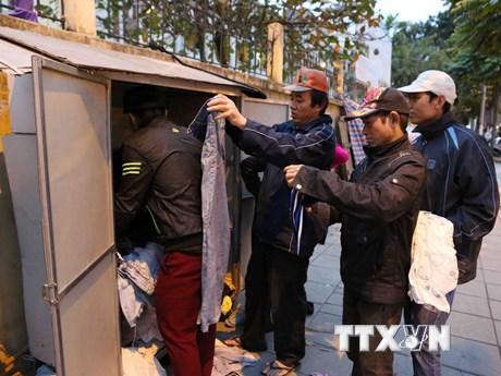 Người dân Hà Nội co ro trong cái lạnh tê tái của đợt rét đậm mới