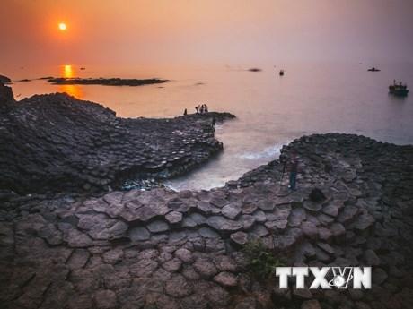 [Photo] Vẻ đẹp nguyên sơ, độc đáo của gành Đá Đĩa Phú Yên
