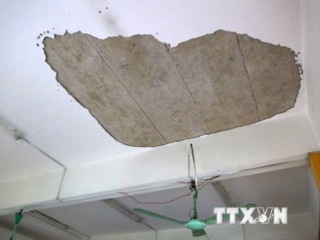 Hiện trường vụ sập vữa trần phòng học trường THPT Trần Nhân Tông