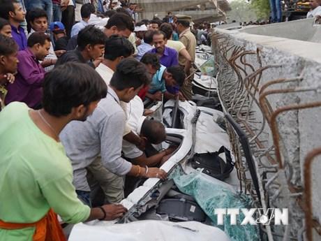 [Photo] Hiện trường kinh hoàng vụ sập cầu vượt tại Ấn Độ