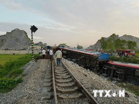 Cận cảnh hiện trường vụ lật tàu kinh hoàng tại Thanh Hóa