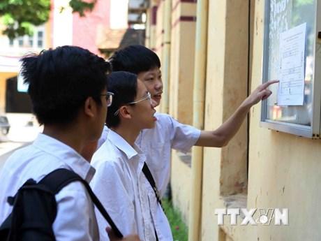 [Photo] Thí sinh dự thi lớp 10 THPT tại Hà Nội làm thủ tục dự thi