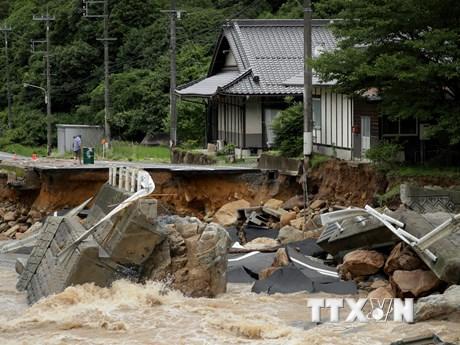 Hình ảnh người dân Nhật Bản chống chọi với đợt mưa lũ kỷ lục