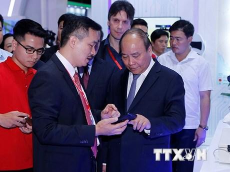 Hình ảnh Thủ tướng dự Diễn đàn cấp cao và Triển lãm về Công nghiệp 4.0