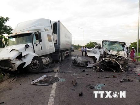 Hiện trường vụ tai nạn kinh hoàng làm 13 người chết tại Quảng Nam