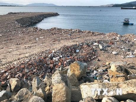 Bình Định: Doanh nghiệp ngang nhiên đổ đất đá lấp đầm Thị Nại