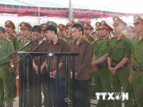 Các bị cáo trong vụ thảm sát ở Bình Phước run rẩy trước tòa