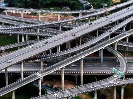 [Photo] Nút giao thông 5 tầng cầu khiến các tài xế choáng váng